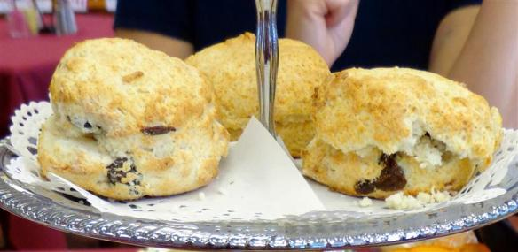 Plain and raisin scones