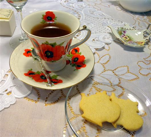 Teapot sugar cookies with passionfruit black tea